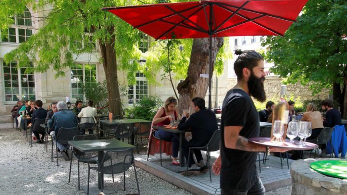 Cafe terrasse sur paris
