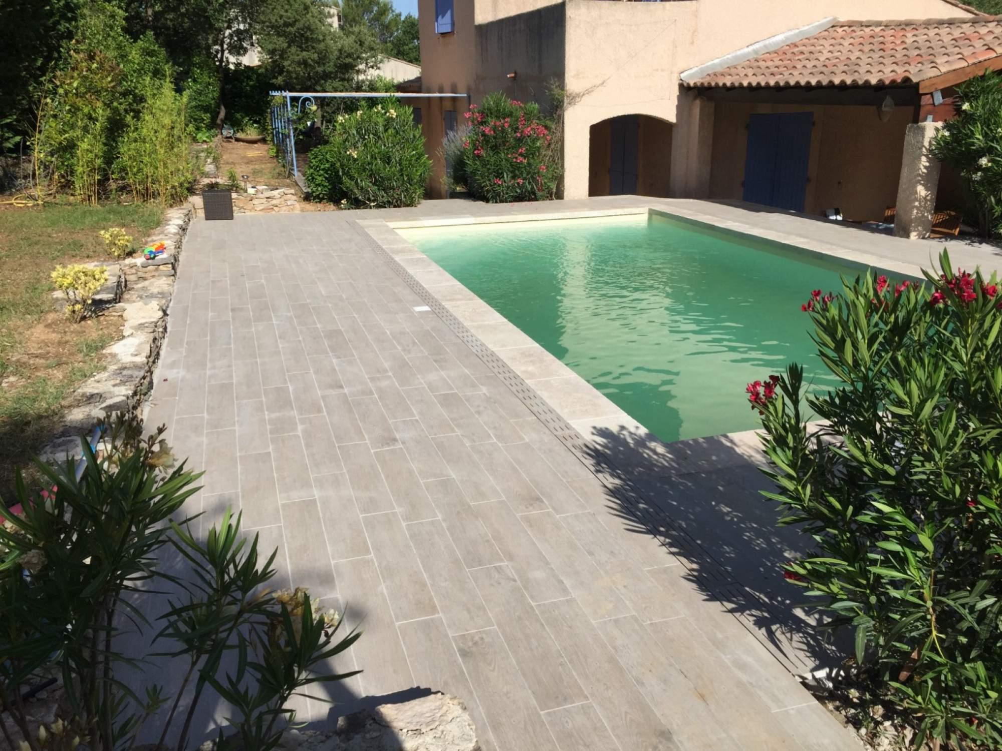 carrelage terrasse piscine imitation bois. Black Bedroom Furniture Sets. Home Design Ideas