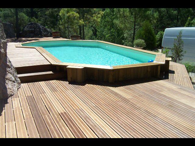 Terrasse bois piscine polyester