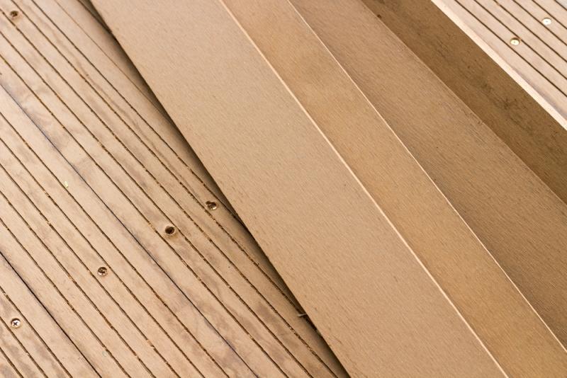Pose de terrasse en bois composite
