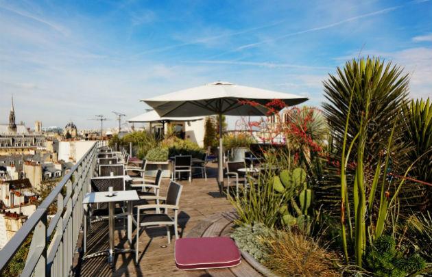 Bar avec terrasse vue sur paris