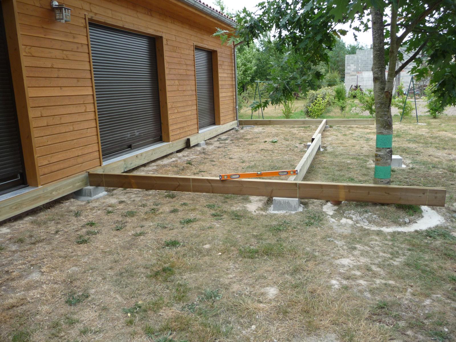 Comment faire une terrasse en bois sur plot en beton - Comment realiser une terrasse en bois ...