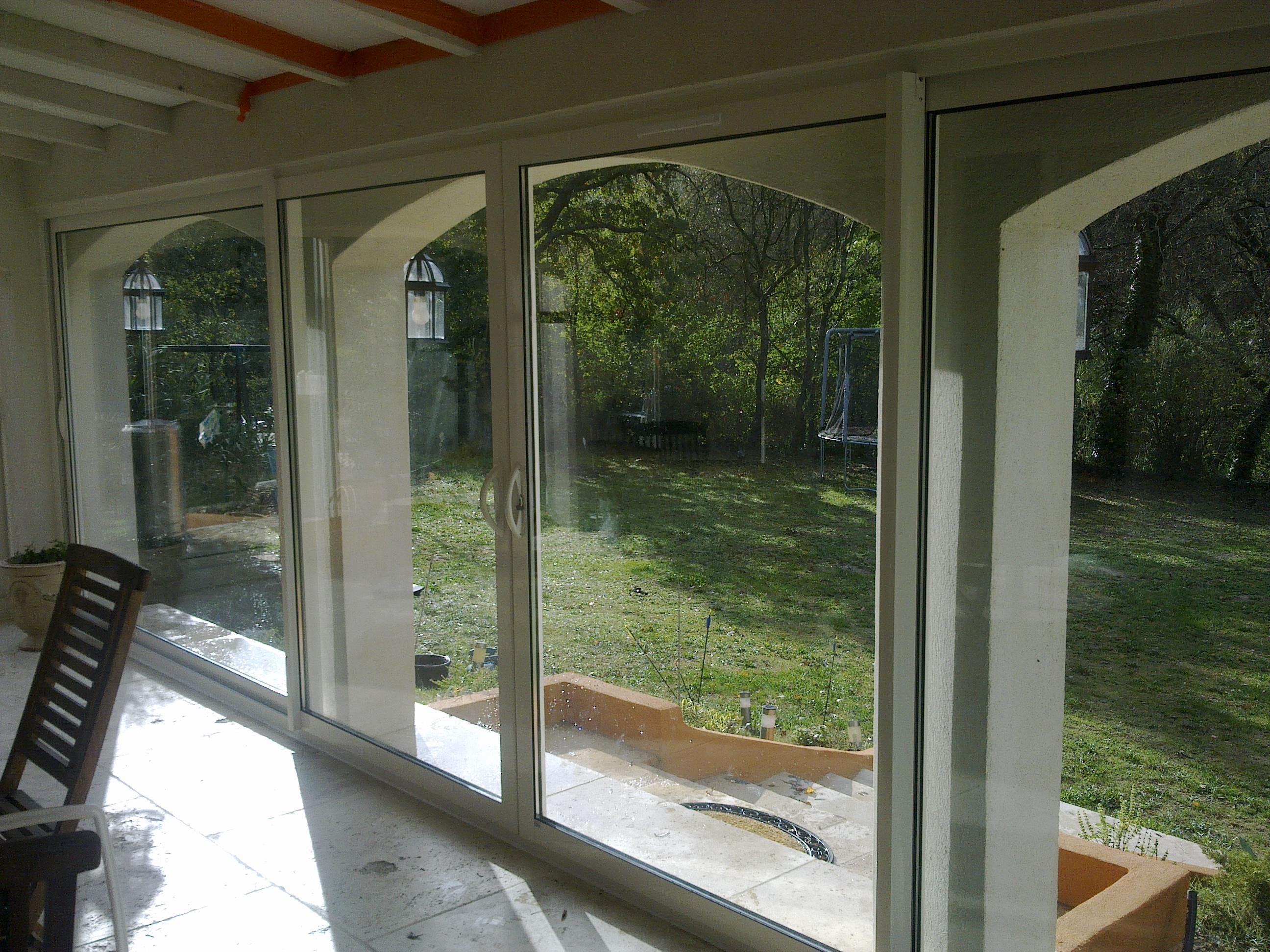 terrasse couverte ferm e jardin. Black Bedroom Furniture Sets. Home Design Ideas