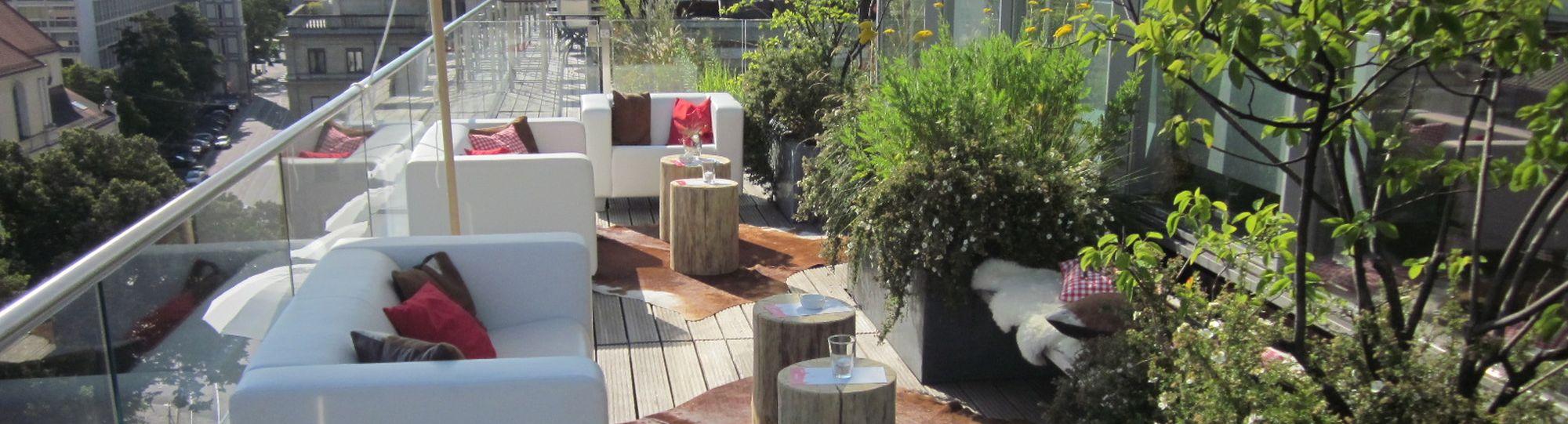 Blue spa terrasse im hotel bayerischer hof