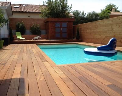Terrasse bois dans piscine