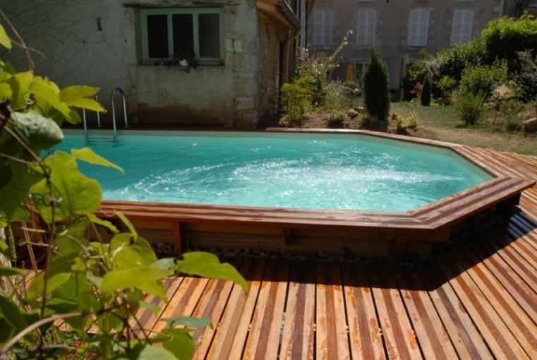 Terrasse bois autour piscine hors sol ronde