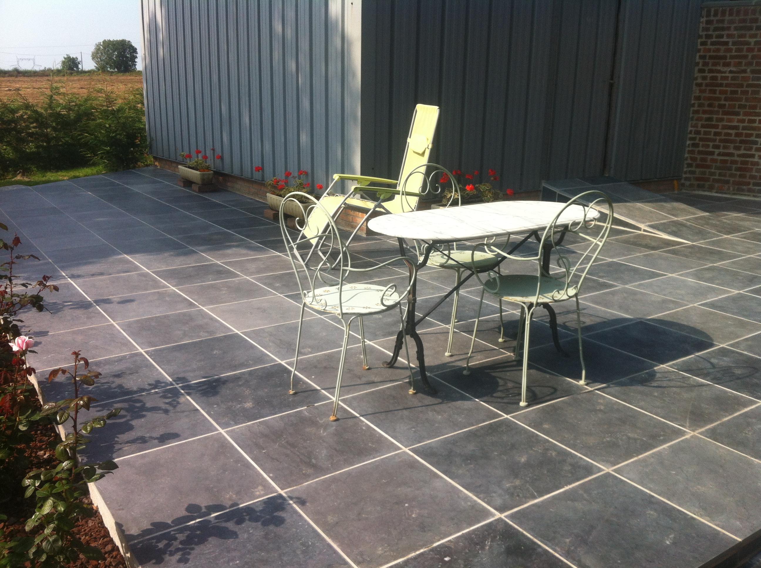 Terrasse carrelée glissante