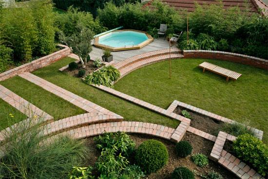 Terrasse avec jardin en pente