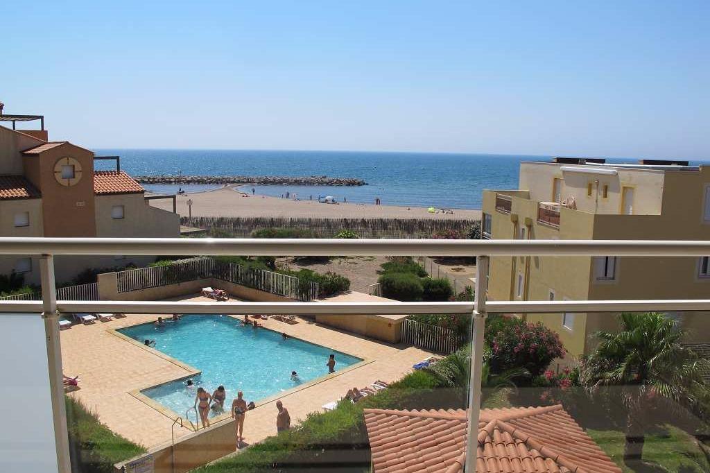 Immeuble avec piscine terrasse