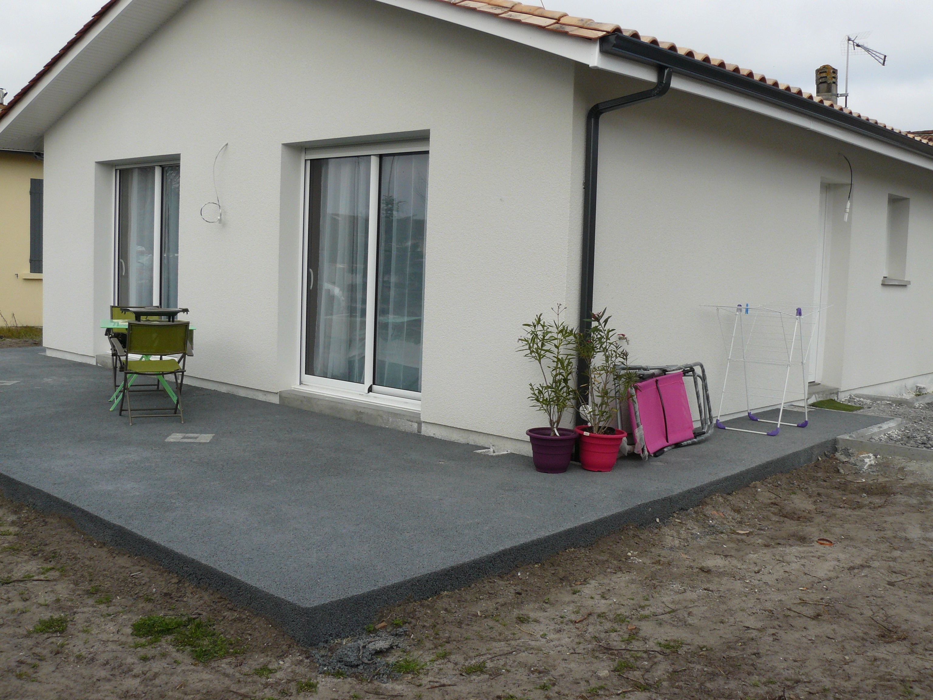 Terrasse beton cailloux