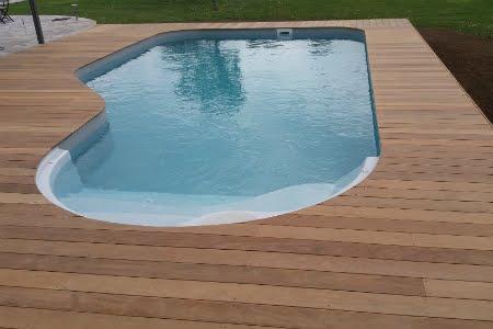 Finition terrasse bois autour piscine