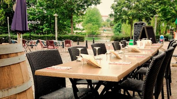 Restaurant terrasse bord de seine