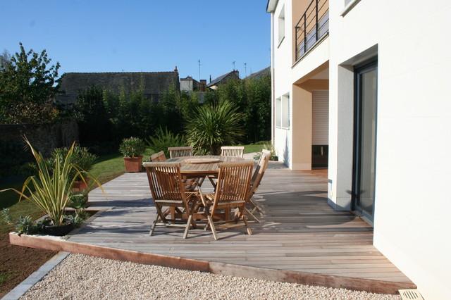 terrasse carrelage gravier jardin. Black Bedroom Furniture Sets. Home Design Ideas