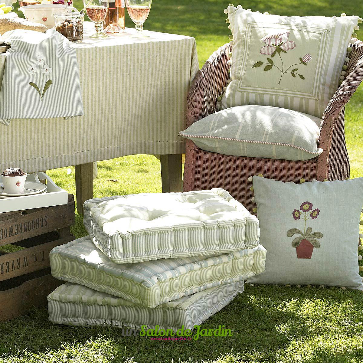 Salon de jardin avec coussin epais