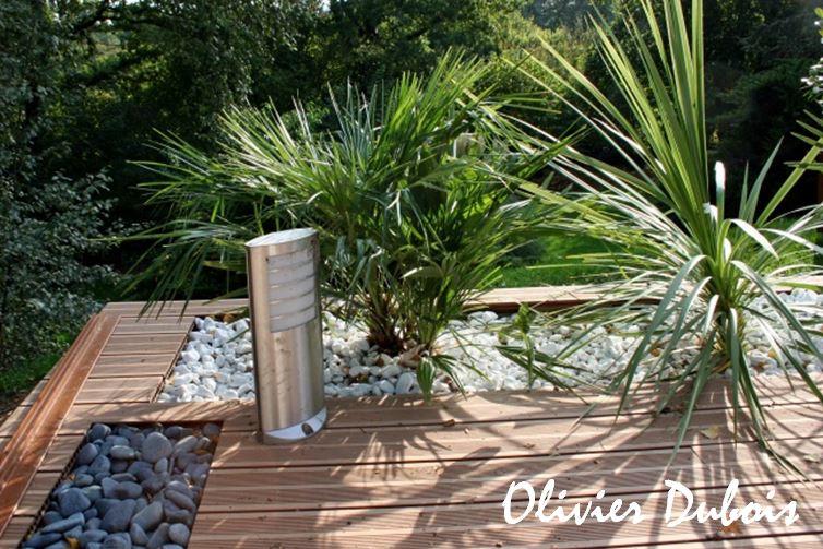 Terrasse composite sur cailloux