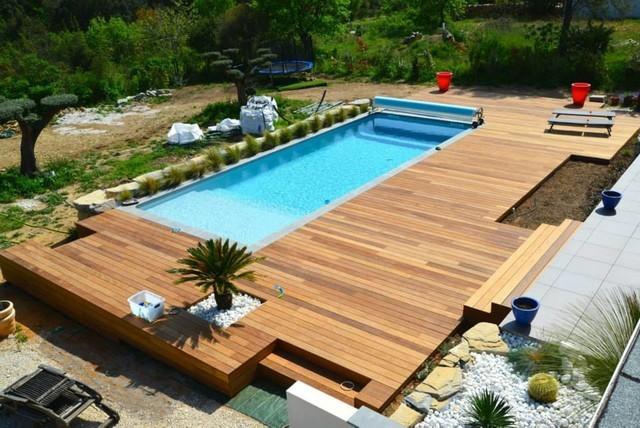 Terrasse bois piscine ovale