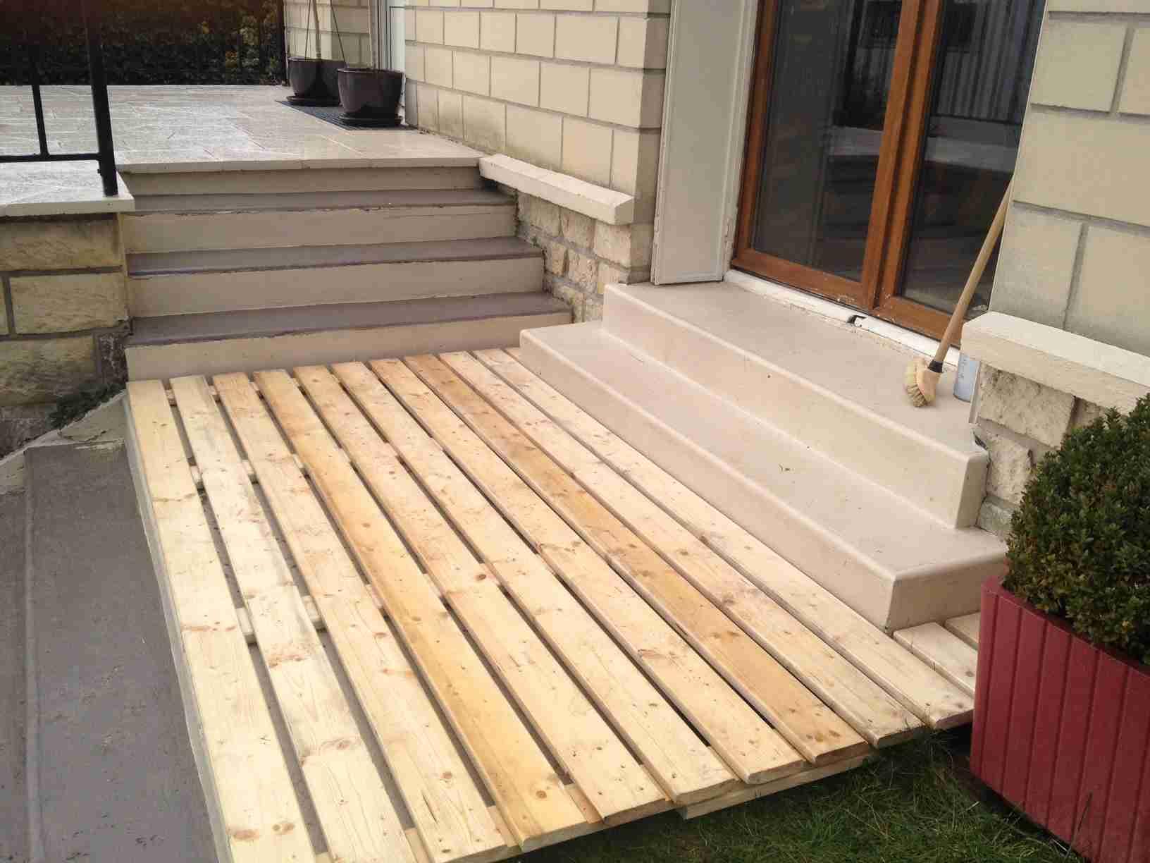 faire une terrasse avec des palette en bois mailleraye. Black Bedroom Furniture Sets. Home Design Ideas