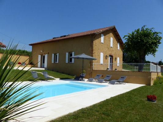 Terrasse couverte pour piscine