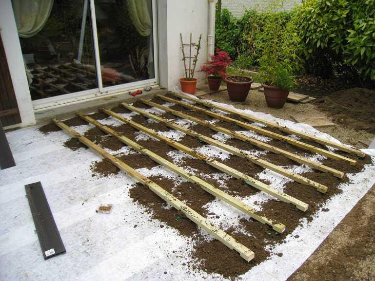 Montage terrasse composite sur terre