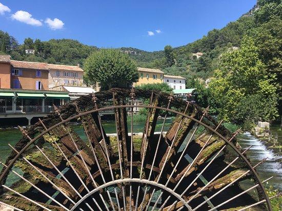 Les terrasses bar fontaine de vaucluse