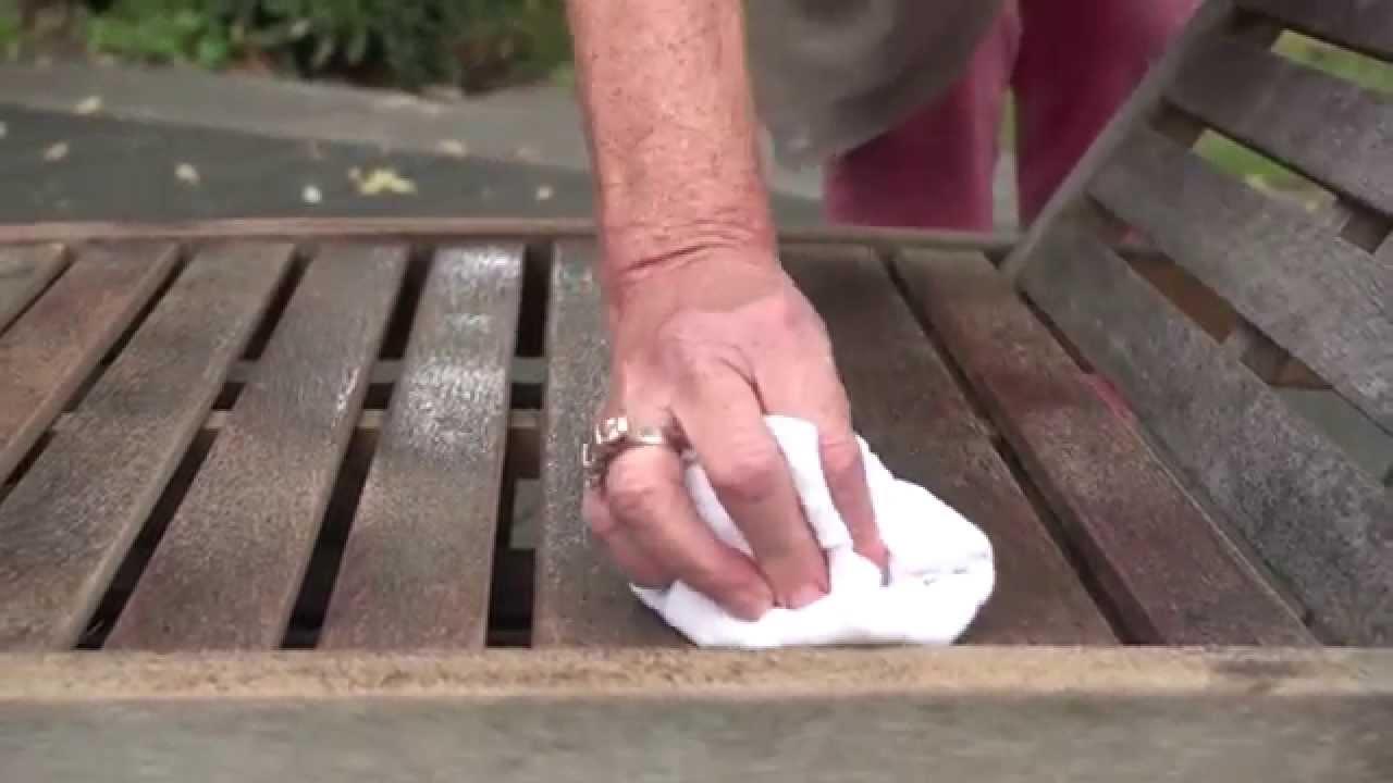 Restaurer salon de jardin en teck