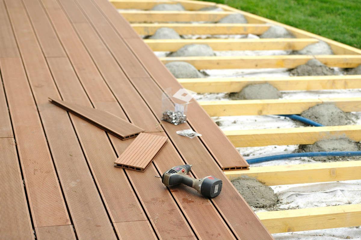 Réaliser une terrasse en bois pas cher