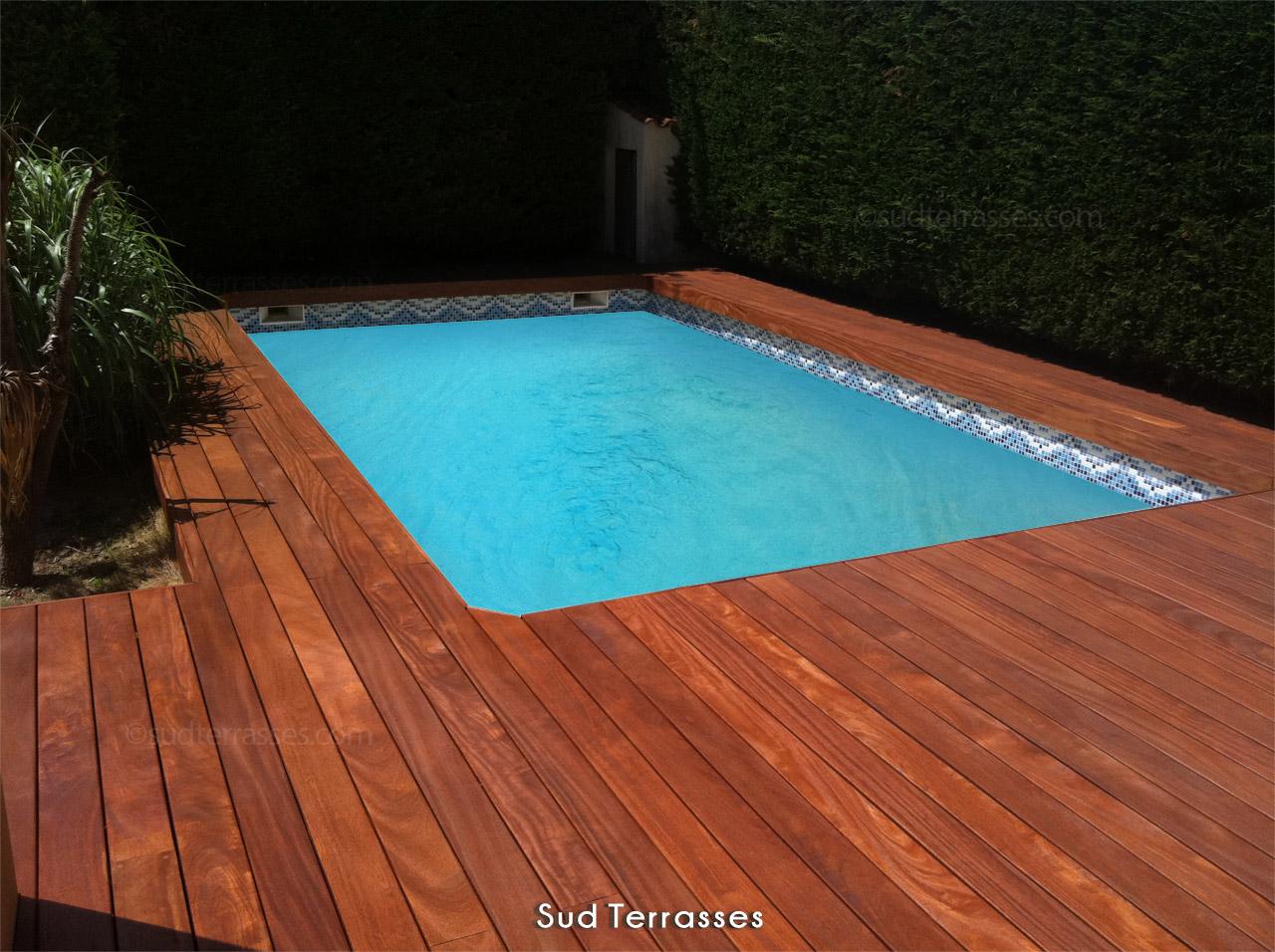 Installation terrasse bois autour piscine