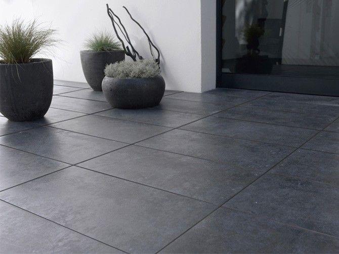 Terrasse carrelage gris foncé