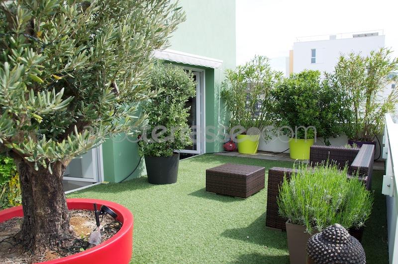 terrasse d 39 appartement jardin. Black Bedroom Furniture Sets. Home Design Ideas