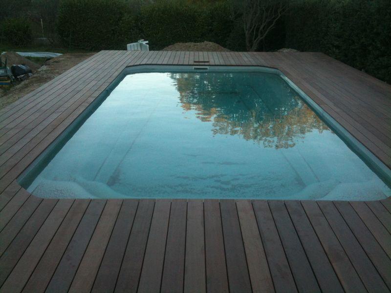 Terrasse bois autour de piscine jardin - Terrasse autour piscine ...