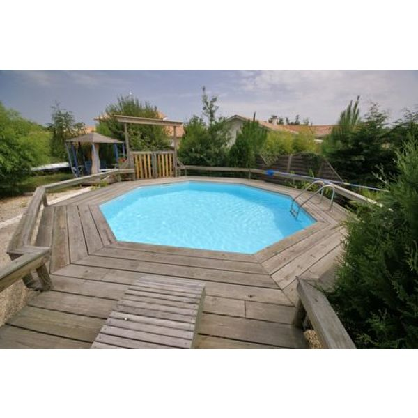 Terrasse en bois avec piscine hors terre