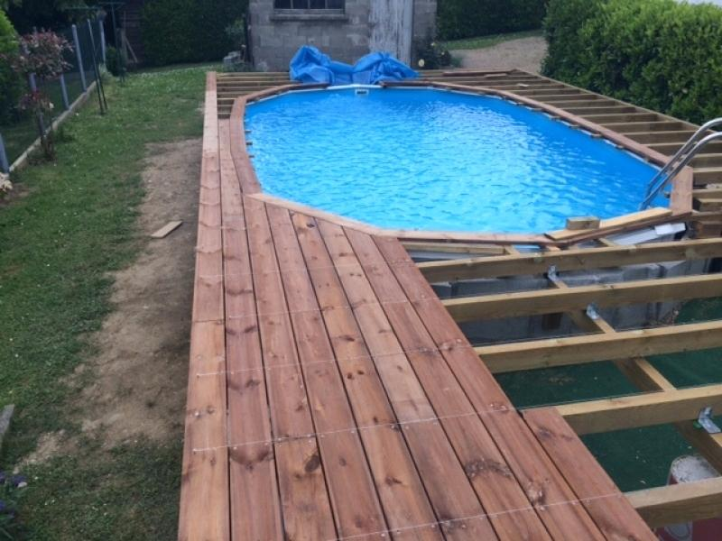 Terrasse bois autour piscine tubulaire jardin - Terrasse autour piscine ...