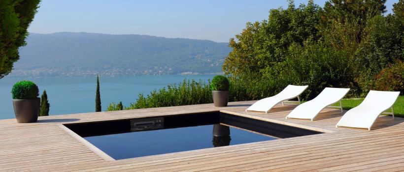Terrasse bois avec petite piscine
