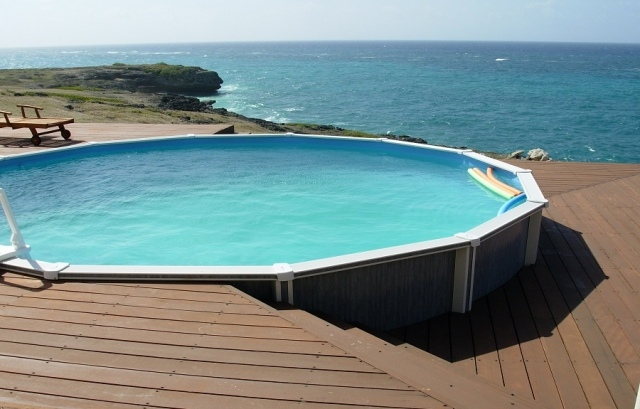 Terrasse bois piscine hors sol acier