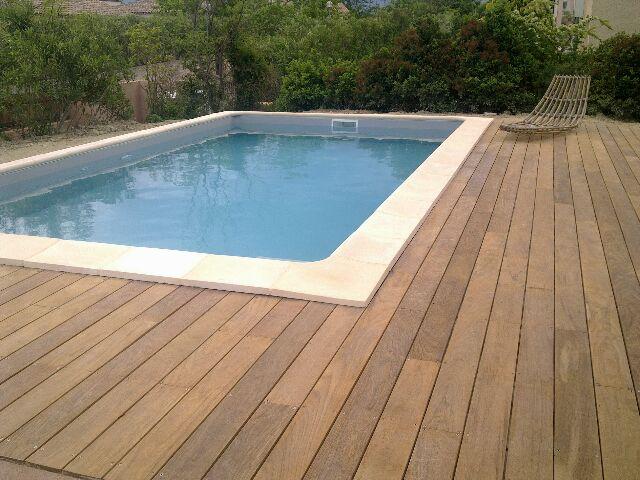 Terrasse autour piscine semi enterrée