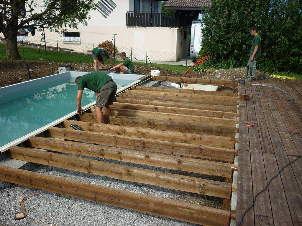 Terrasse bois autour piscine tubulaire