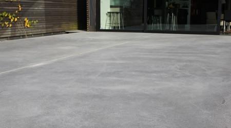 Terrasse béton désactivé ou carrelage
