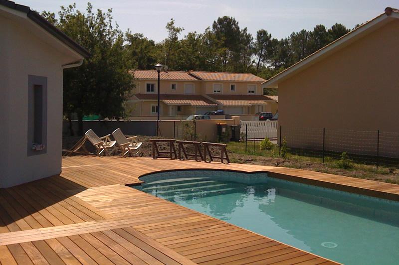 Terrasse bois escalier piscine