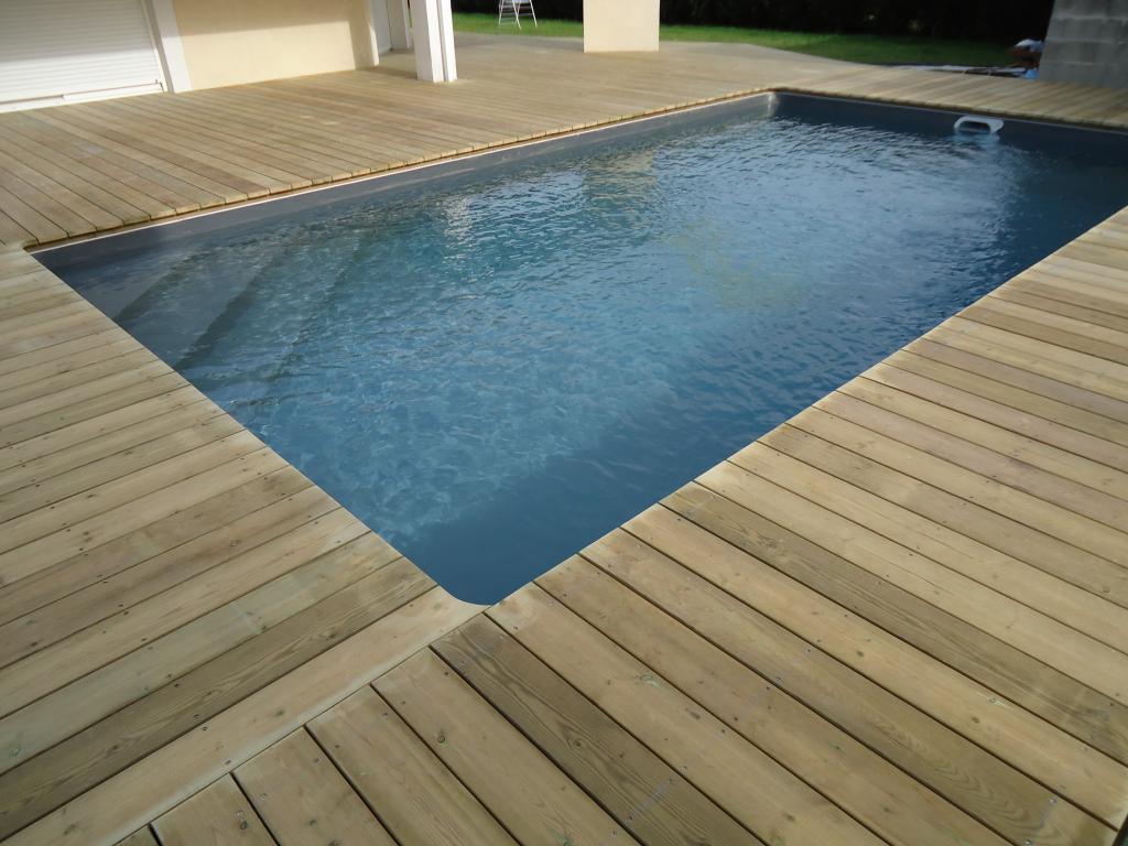 Pose terrasse bois bord piscine