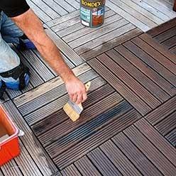 Terrasse avec des caillebotis