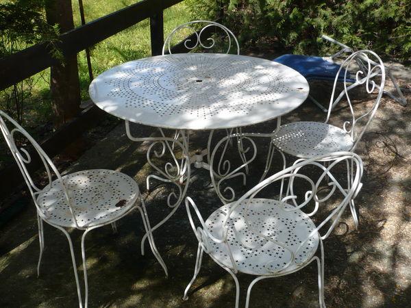 Table De Jardin Fer Forge.Acheter Un Salon De Jardin En Fer Forge Mailleraye Fr Jardin