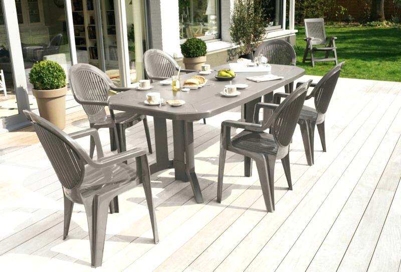 Table salon de jardin en plastique