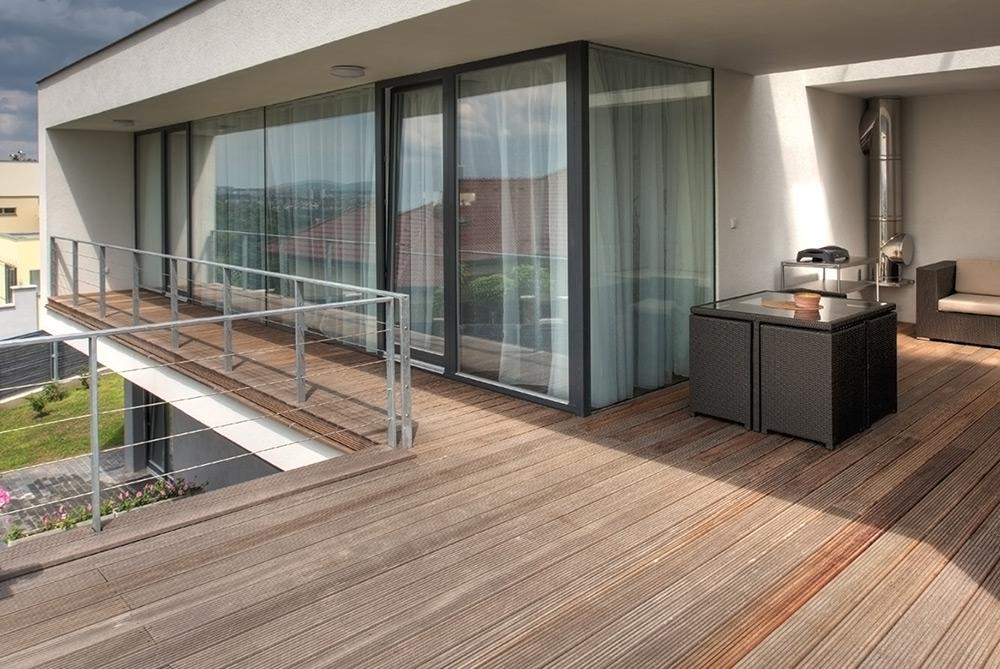 terrasse composite imitation bois jardin. Black Bedroom Furniture Sets. Home Design Ideas