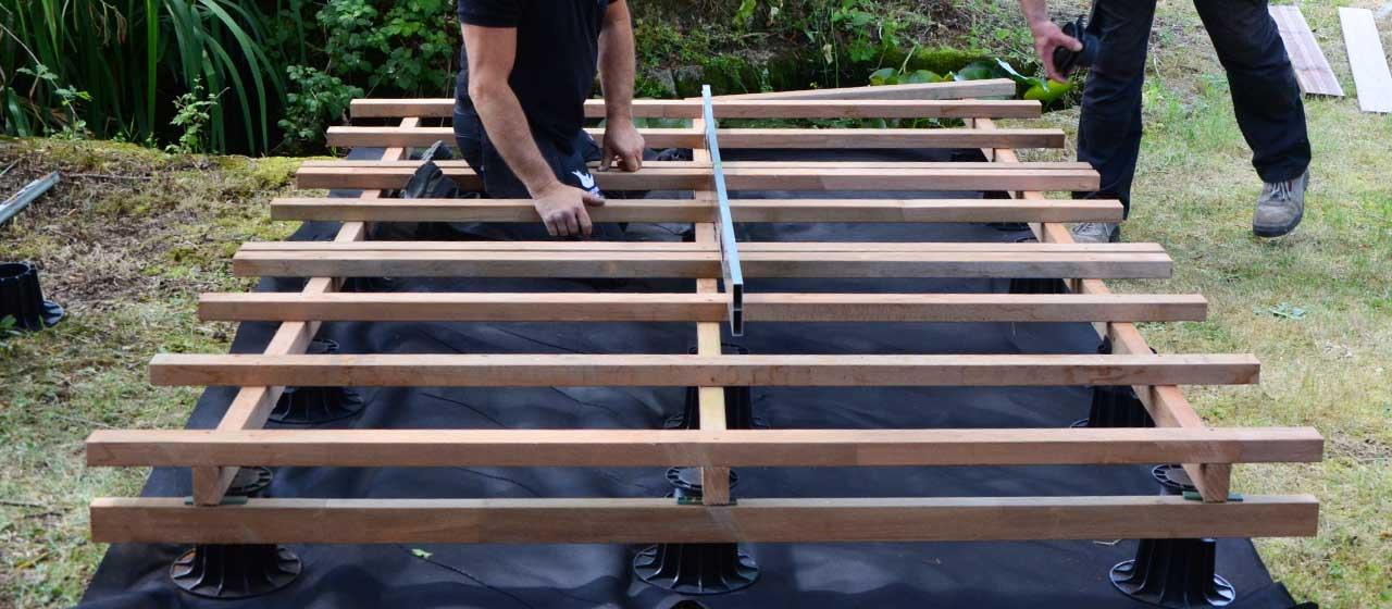 Pose terrasse bois sur plot reglable