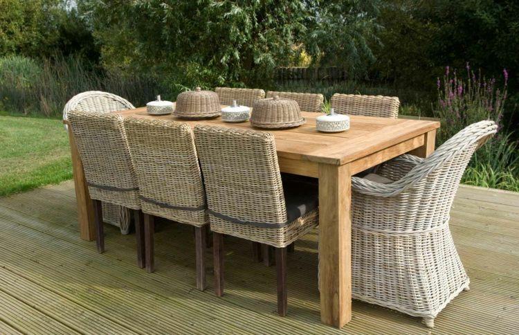 Salon de jardin en bois naturel
