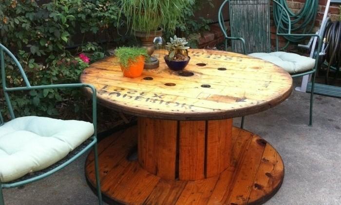 Table de salon de jardin avec un touret - Mailleraye.fr jardin