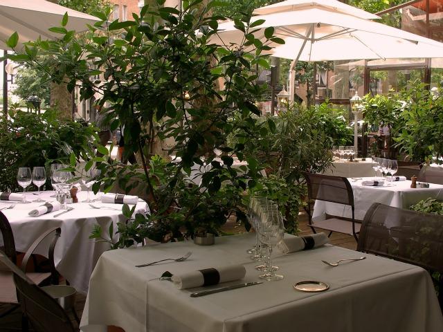 Restaurant terrasse avec vue sur paris
