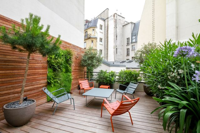 Terrasse aménagée avec des plantes