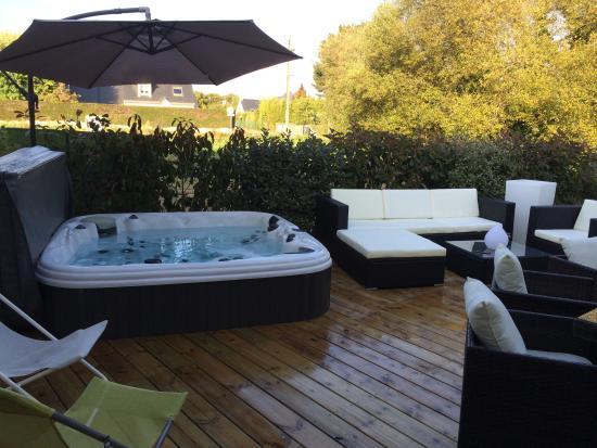 Terrasse avec piscine et jacuzzi - Mailleraye.fr jardin