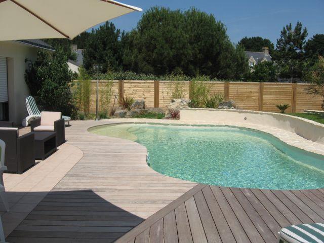Terrasse avec une piscine
